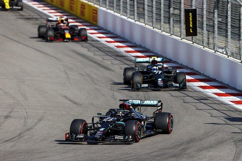"""レッドブルホンダF1代表「メルセデスの油断に付け入りたい """"[F1-Gate.com]"""