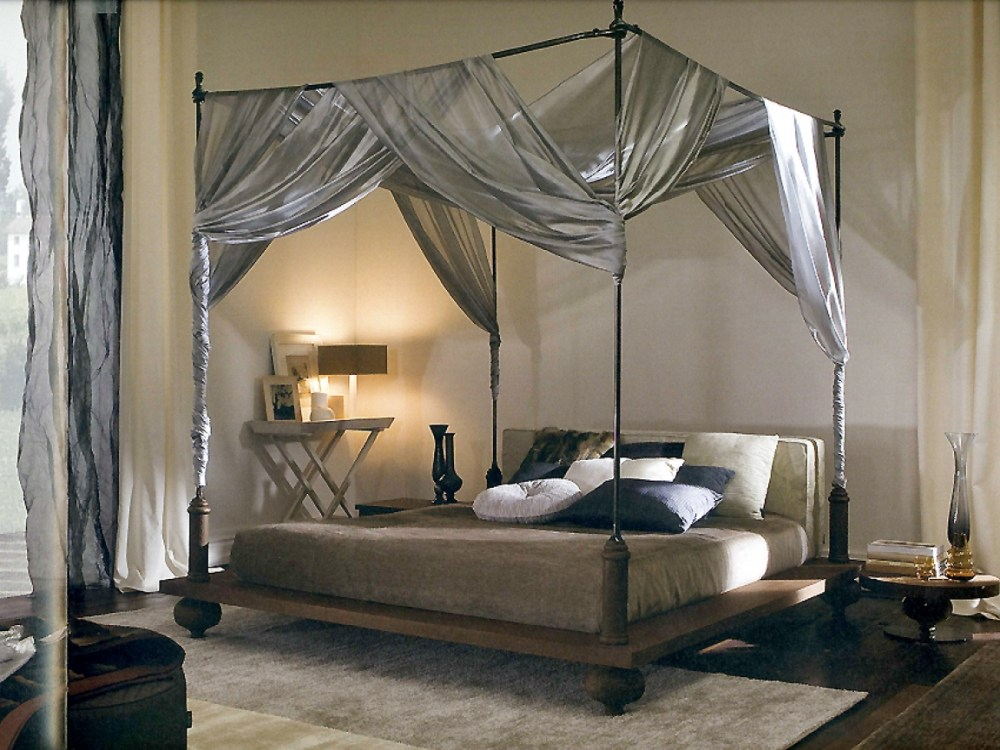 Dipan Canopy Bed