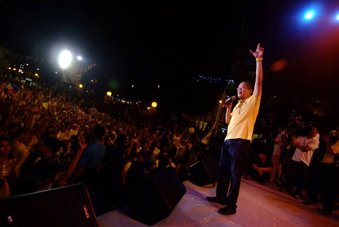Benigno Aquino III waves to supporters during a campaign stop in Quezon City, Philippines in February 2010.   JES AZNAR / THE NEW YORK TIMES