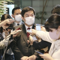 Yasufumi Tanahashi speaks to reporters at the Prime Minister's Office on Friday.   KYODO