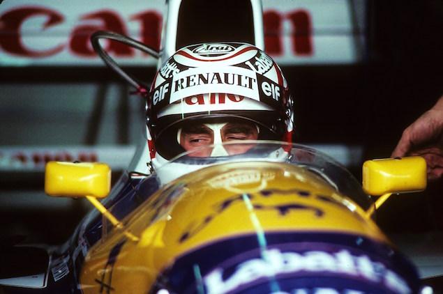 1991 - Le lion cesse de rugir. Erreur incroyable de la part de Nigel Mansell ! Ultra dominateur en course, il salue le public dans son dernier tour et cale ! Il ne sera classé que sixième, et offrira à Nelson Piquet sa dernière victoire en F1.