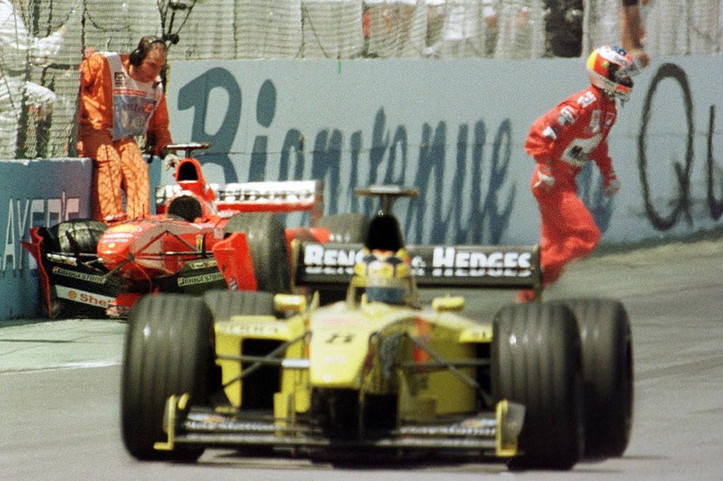 1999 - La naissance du Mur des Champions. La course voit en l'espace de vingt tours trois anciens champions du monde (Hill, Schumacher, Villeneuve) terminer leur course dans le même mur, celui après la dernière chicane avant la ligne des stands.