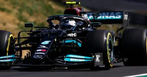 Mercedes to review 'stupid' pit-stop call error