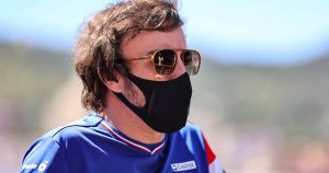 Alonso praised for no 'tantrums' during tough start