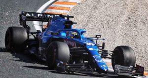 Alonso's 'very stressful' last-lap Sainz near miss