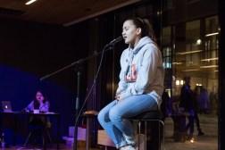 Strålende opptreden. Ann-Kristin Bacolod Wiik, elev på F21, sang vakkert i kantina.