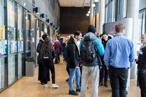 Masse elever i «Gata». Foto: Louise Skjelbreid Andersen