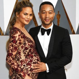 HOLLYWOOD, CA - FEBRUARY 28:  Model Chrissy Teigen (L) and recording artist John Legend attend the 88th Annual Academy Awards at Hollywood & Highland Center on February 28, 2016 in Hollywood, California.  (Photo by Ethan Miller/Getty Images)