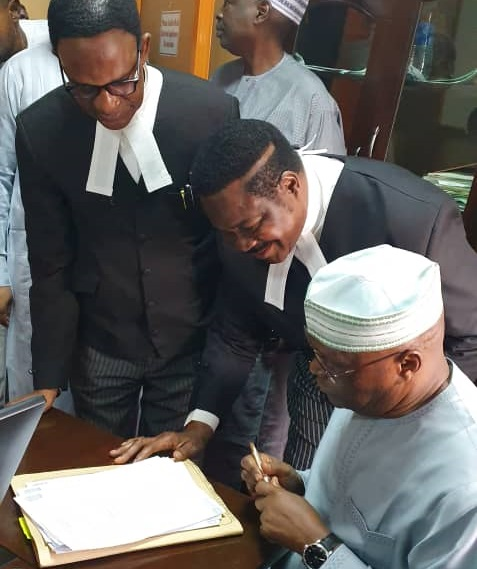 Atiku appears in court, signs N2.5bn libel suit against Buhari's aide