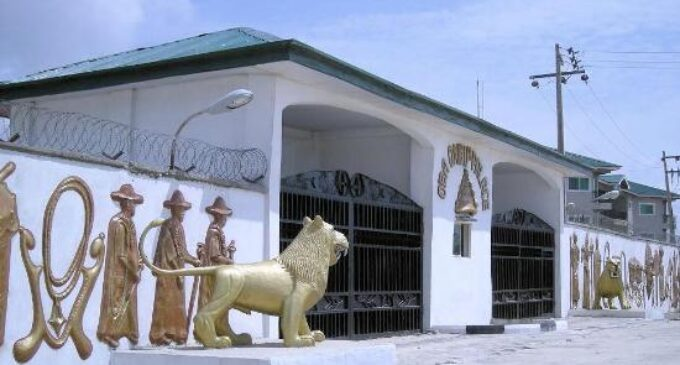 Staff of office seized as 'hoodlums' take over Oba of Lagos palace |  TheCable
