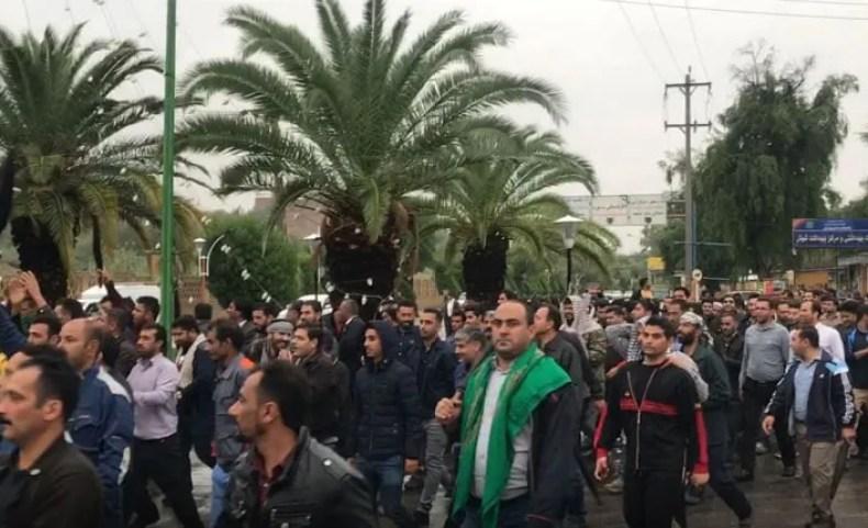 راهپیمایی کارگران نیشکر هفت تپه در یازدهمین روز اعتصاب درشهرشوش ...