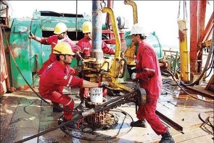 دشواری حفاری در گرمای بالای ۵۰ درجه/ مسئولان فکری به حال «کارگران خوزستانی»  بکنند   خبرگزاری بین المللی شفقنا