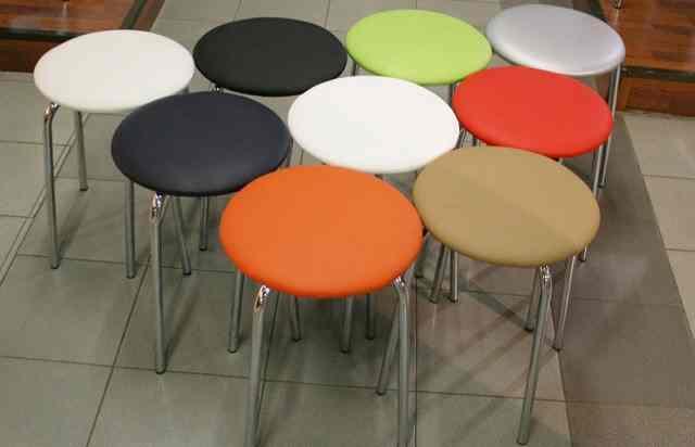 kitchen stool rugs for hardwood floors in 选择软座椅的厨房凳子 主要标准和要点 fabalabs org 即使在最普通的凳子的帮助下 如果你知道某些细微