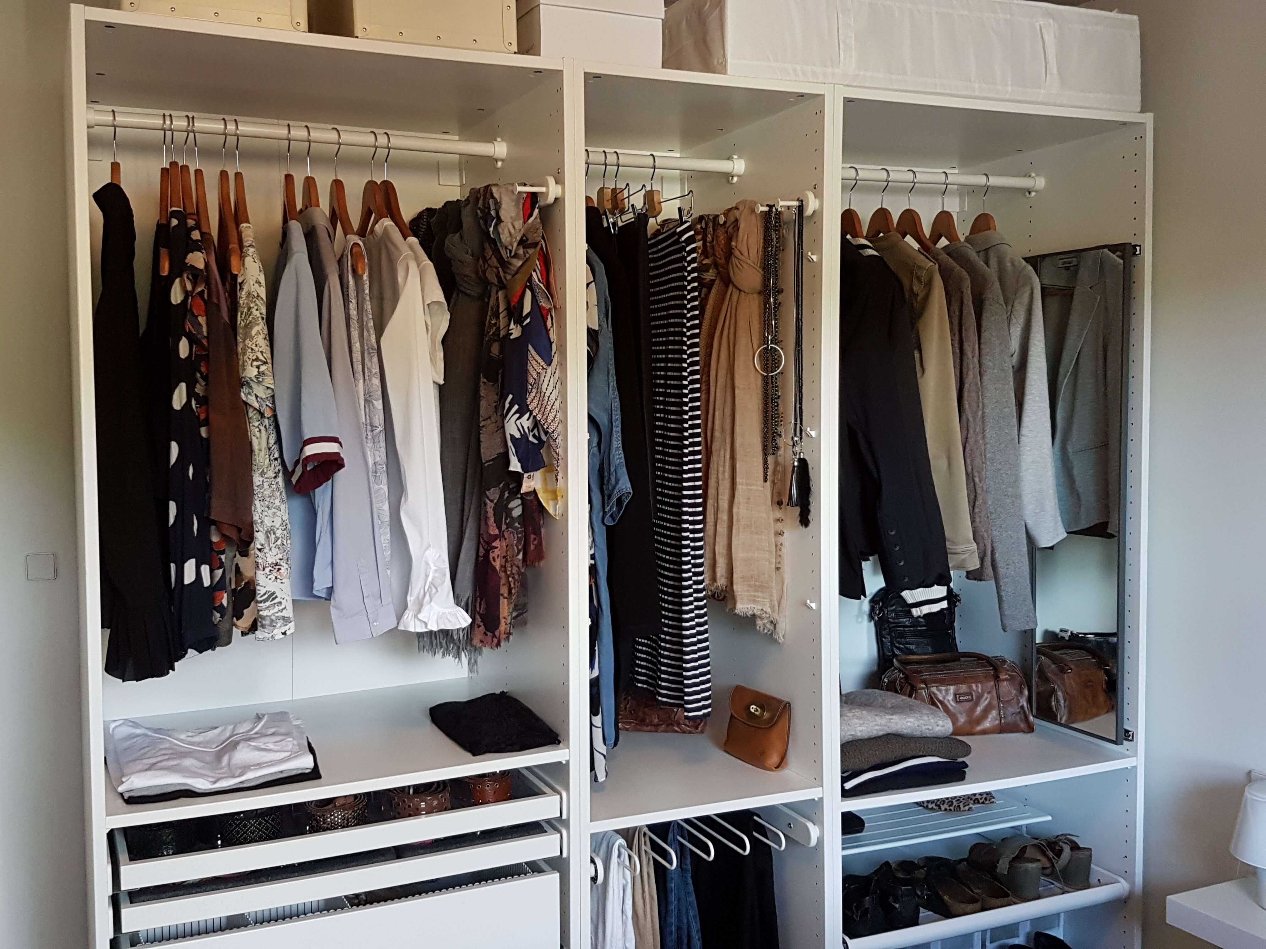 5 tips til at få styr på dit tøjskab