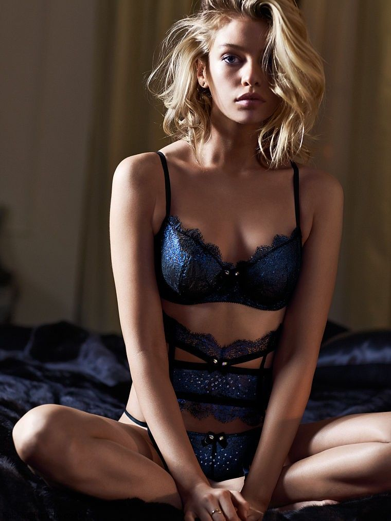 Stella Maxwell is sexy bombshell for Victorias Secret