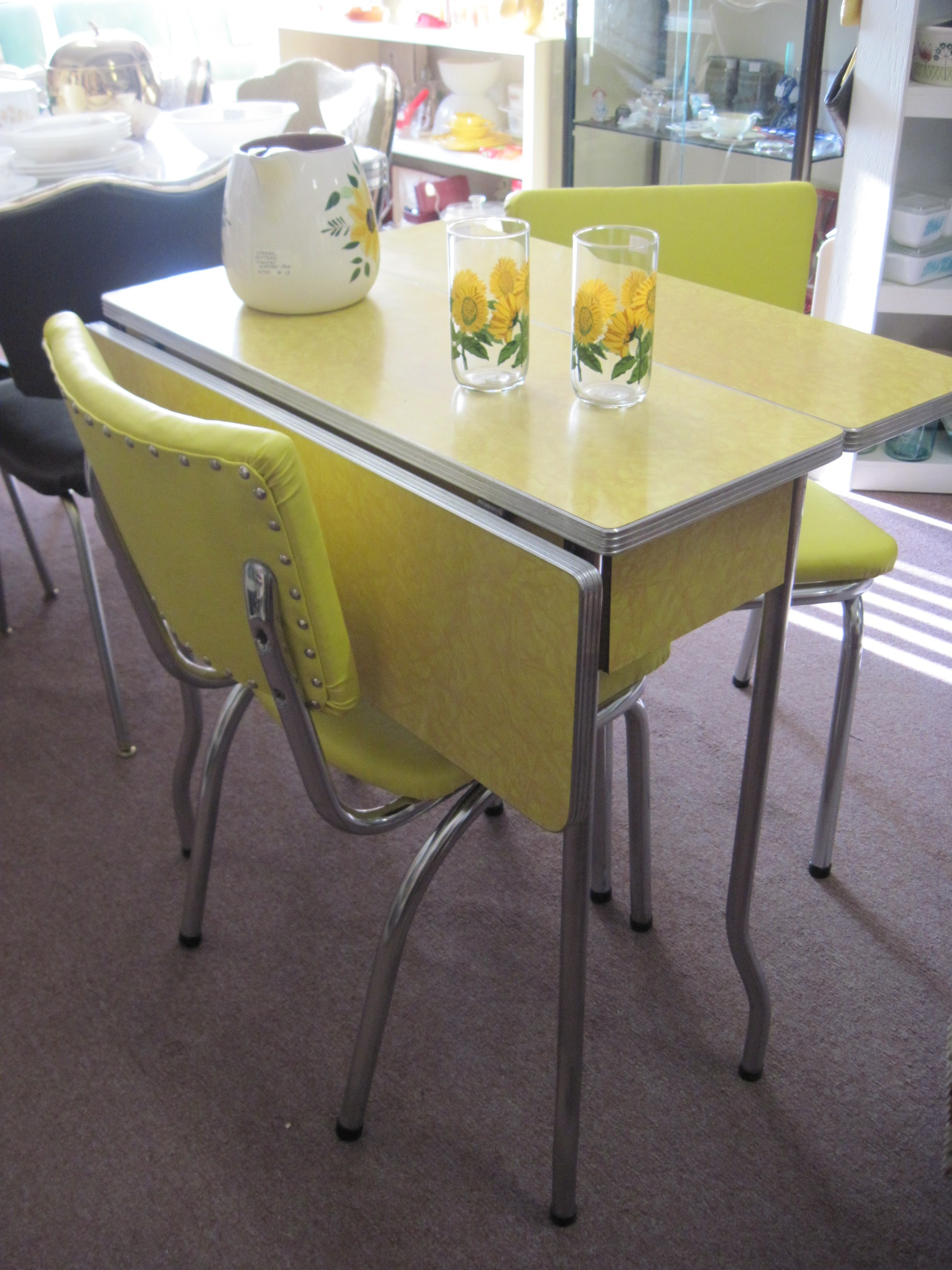 Formica Table And Chairs Yellow 1950s Cracked Ice Formica Table And Chairs