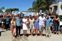 "Celebrities Barefoot In Support Of Toms "" Day"
