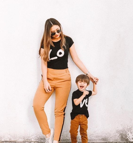 love-print-mom-and-child-family-look-black-t-shirt