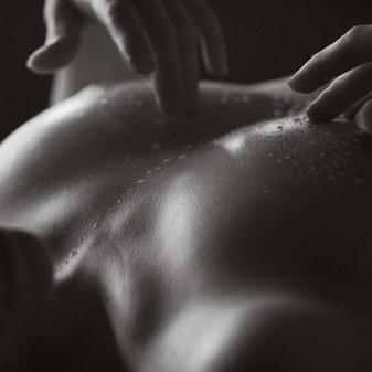 Huile corps nu femme poitrine art beauté sensualité art nude female body photography by Fabien Queloz