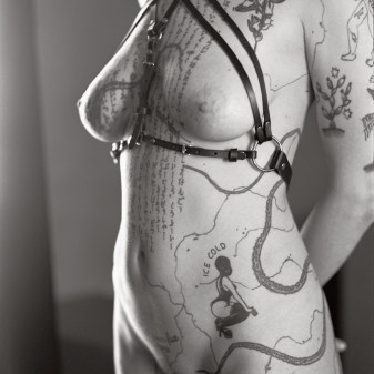 Contemporary nude photography by Fabien Queloz, ElleStudio Neuchâtel. Inked tattoed nude ladies
