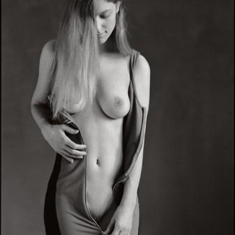 Shooting féminine, studio photo ElleStudio à Neuchâtel, Suisse adeline valentin Feminine contemporary art nude at Elle Studio Neuchâtel, Switzerland, by Fabien Queloz #avaloup #DameDeTrefle #AdelineVal #AvaDeTrefle #avaloup avaloup