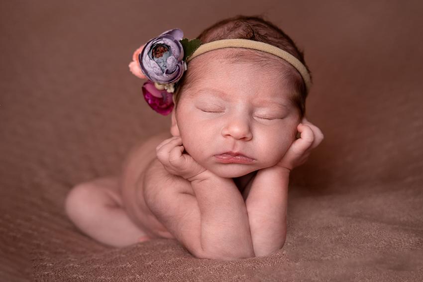 Servizio fotografico New Born Froggy pose