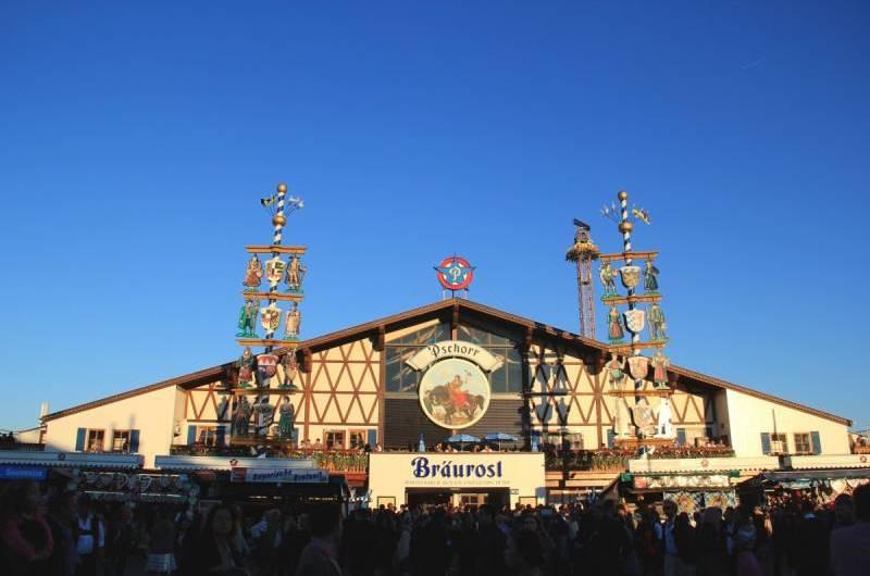 Munique adia a Oktoberfest. E Blumenau, cancela