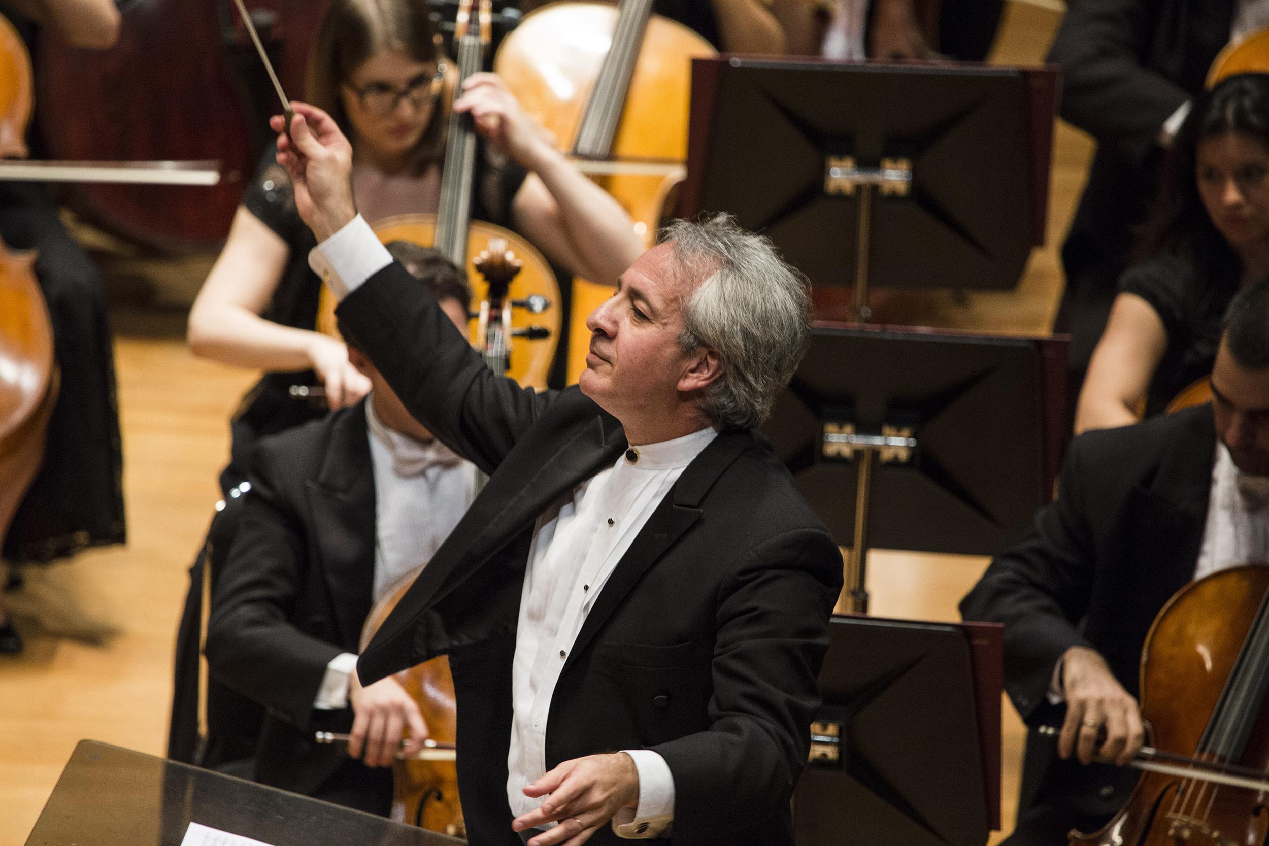 Maestro Fabio Mechetti-Foto Rafael Motta (1)