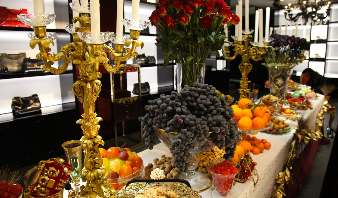 Dolce-and-gabbana-milan-boutiques-window-displays-for-Christmas-2012