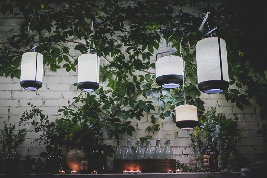 Iluminação para uma festa no jardim