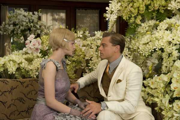 Callan McAuliffe as The Great Gatsby and Carey Mulligan as Daisy Buchanan