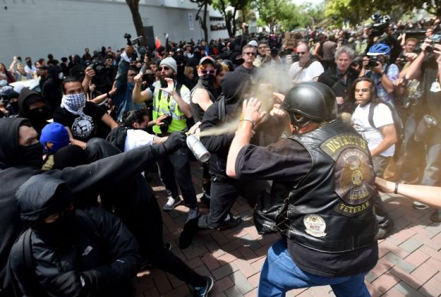 Black Bloc sprays Trump supporter at Berkeley