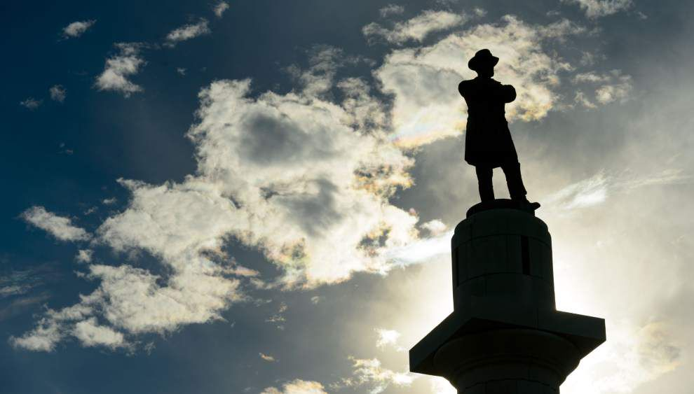 Statue of Robert E Lee in New Orleans