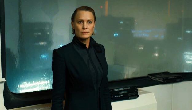 Lieutenant Joshi (Robin Wright)