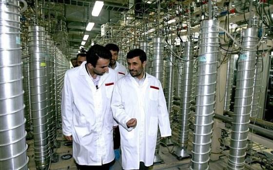 Ahmadinejad visits Natanz - AP