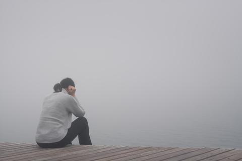 Women looking into fog - Dreamstime_104054045