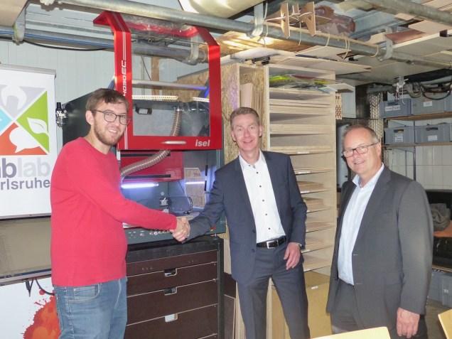 Feierliche Übergabe der neuen CNC-Fräsmaschine durch die Volksbank-Stiftung