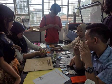 Suasana preparasi Goes to School FabLab Bandung ke SMK Negeri 14 Bandung
