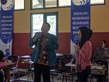 Seorang guru bertanya kepada FabLab Bandung