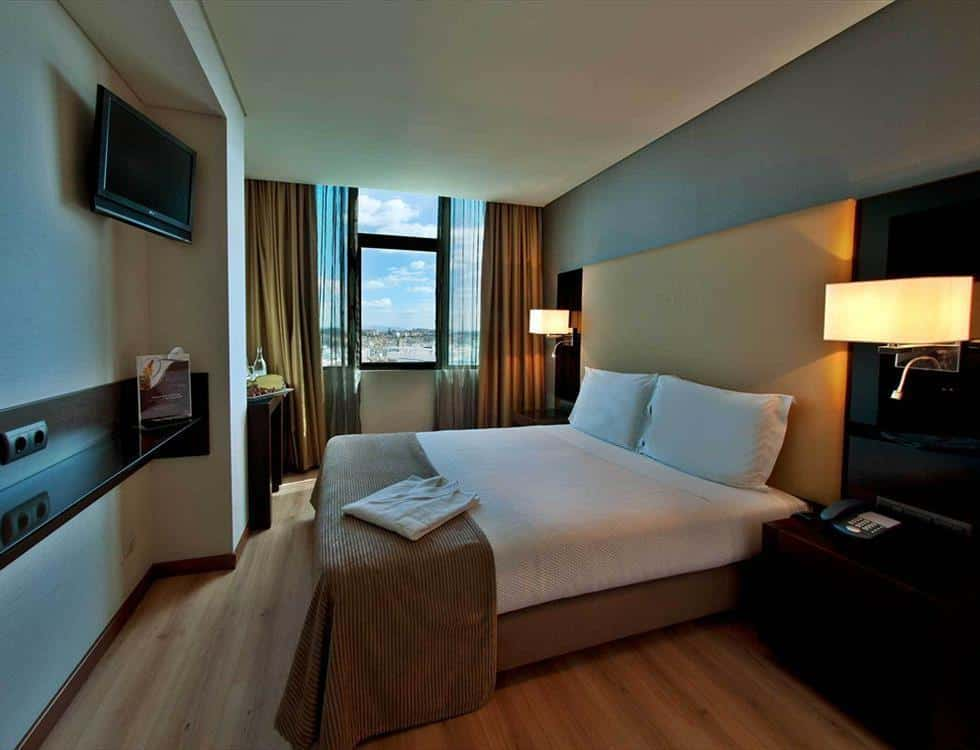 Turim Alameda's double rooms are very nicely decorated and spacious