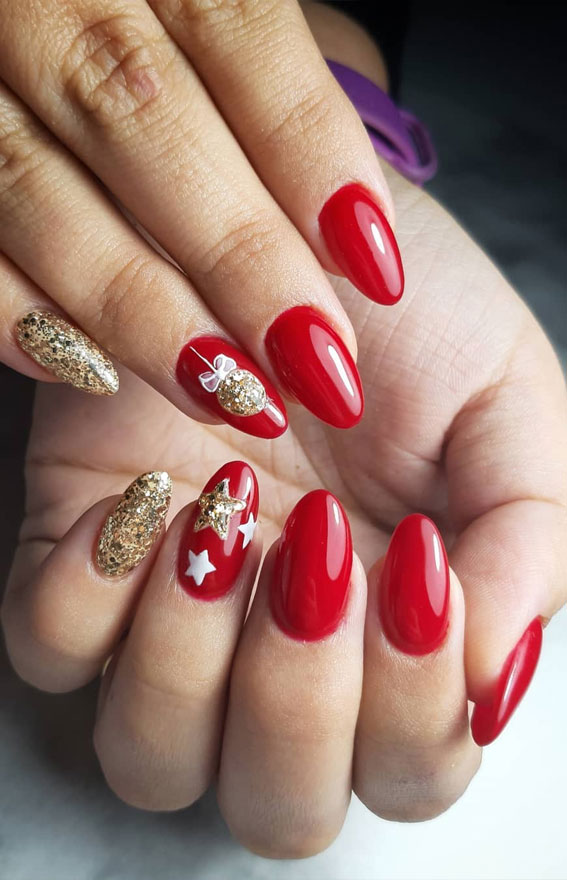 Gold And Red Nails : nails, Christmas, Nails, That'll, Manicure, Stand, Season, Wedding, Colours,, Themes,, Colour, Palettes