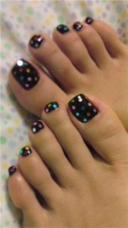 simple summer inspired toe nail