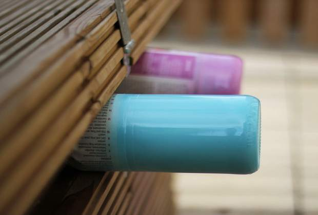 spray-paint-bottle-candle-holders-diy-5