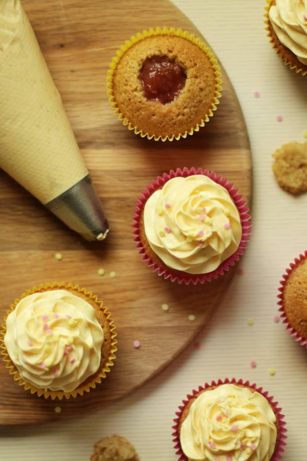 rhubarb-and-custard-cupcake-recipe-8