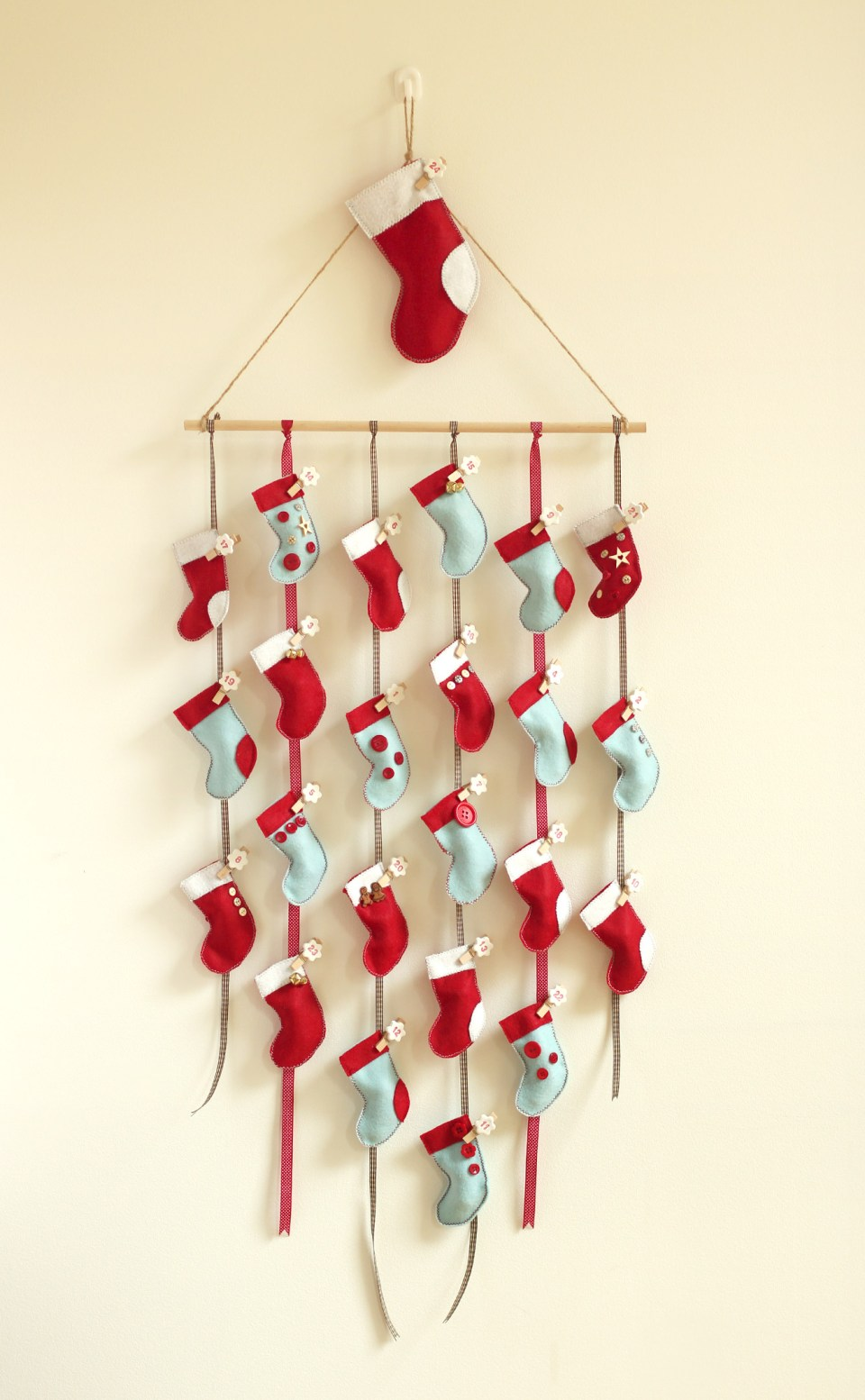 Diy Stocking Advent Calendar : Santa claus is coming to town fabrefaction