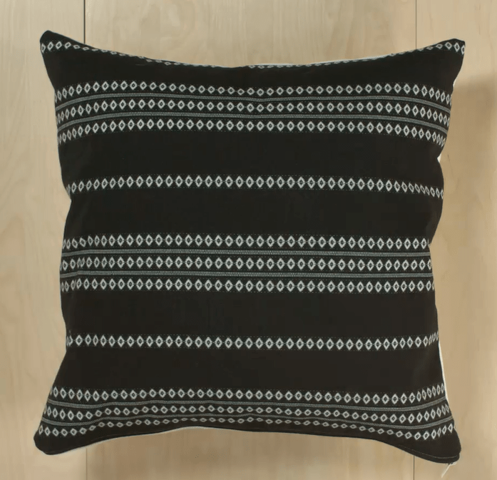 throw pillows 4 ways learn how to