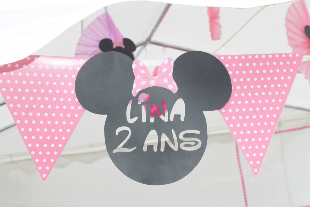 sweet table-minnie-tete-prenom-age-deco-guirlande
