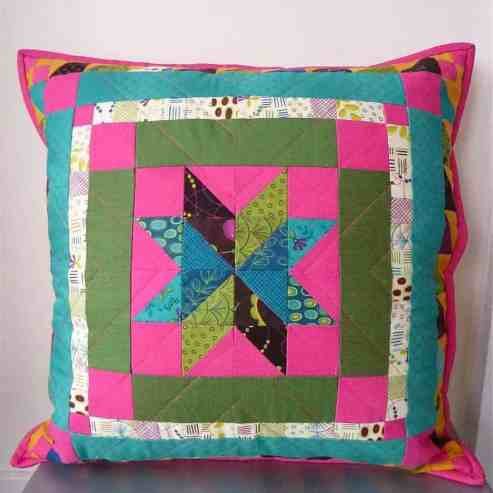 Mini Medallion Cushion tutorial for #QuiltingTheory series by fabricandflowers | Sonia Spence