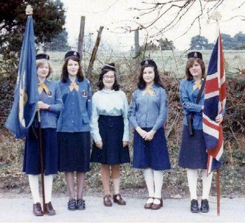 Brownie uniform – girl guides of canada-guides du canada.