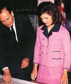 Jackie Kennedy in the Pink Chez Ninon suit